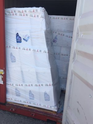 Rỏ rỉ nước xả vải trong container - 16
