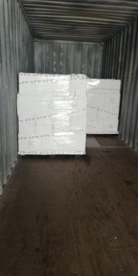 Đóng gói hàng hóa vào container tại nhà máy Italy -1