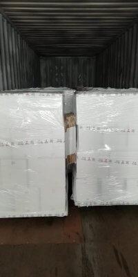 Đóng gói hàng hóa vào container tại nhà máy Italy-2