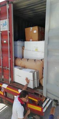 Đóng gói hàng hóa vào container tại nhà máy Italy-5
