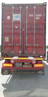 Đóng gói hàng hóa vào container tại nhà máy Italy-6